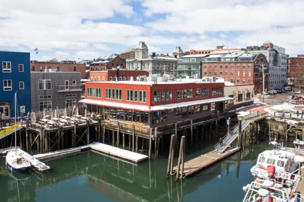Le vieux port et sa tour d'observation